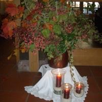 Herbstlich geschmückte Zehntscheune